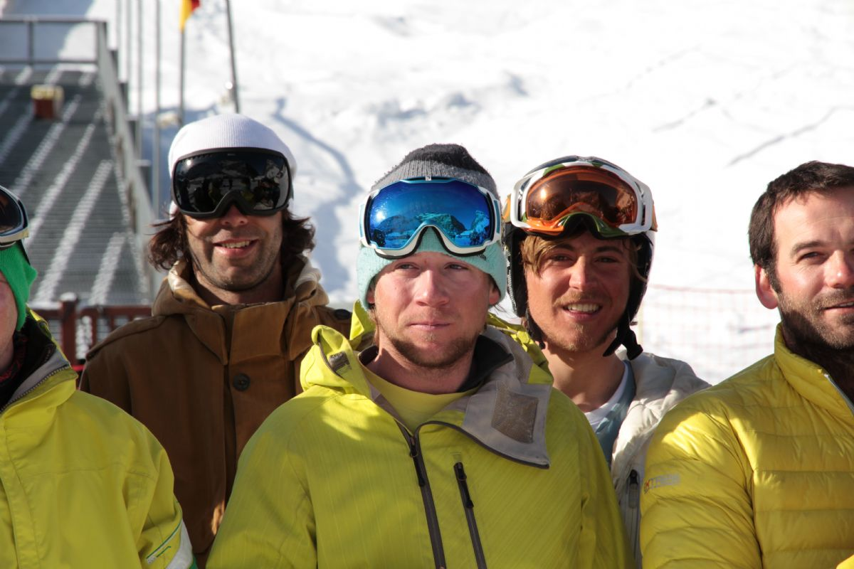 How to qualify as a ski or snowboard instructor.